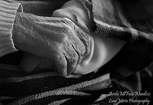 Queste mani, dolci mani .... mani da baciare - These hands, soft hands .... hands to be kissed | by .Luigi Mirto/ArchiMlFotoWord