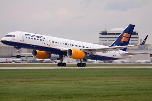 Icelandair Boeing 757 Tf Fiu Arriving Here In Montreal