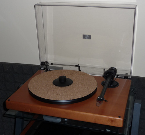 Pro Ject Wood Turntable