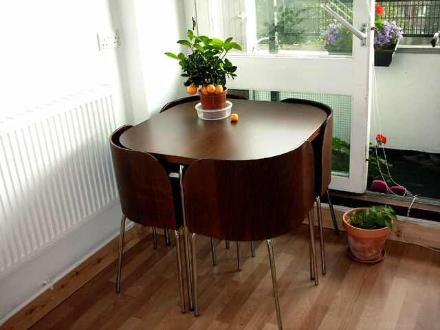 Kitchen day 16 ikea fusion table and chairs love this for Ikea fusion tafel