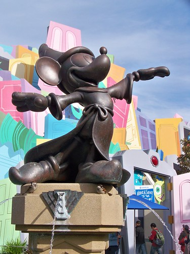 Sorcerer's Apprentice Mickey statue in the Hollywood Pictures Backlot | by Castles, Capes & Clones