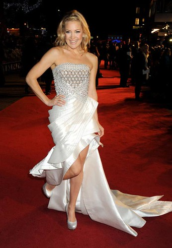 Kate Hudson In A Gorgeous White Versace Dress At The Nine