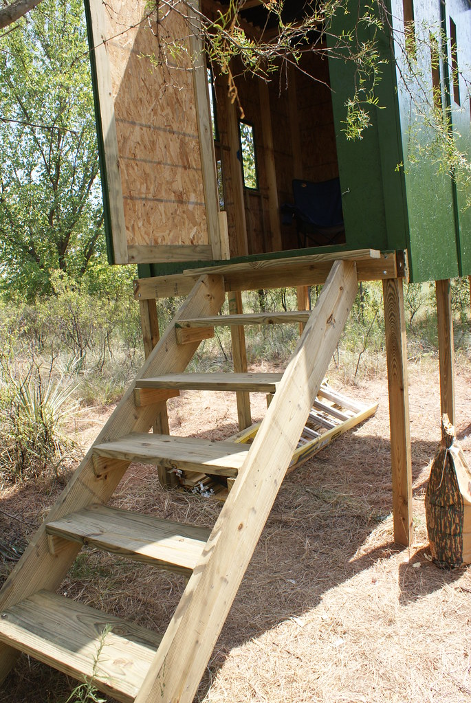 Deer blind build 8 the deer blind build 8 x 6 x 7 it for Building deer blind windows