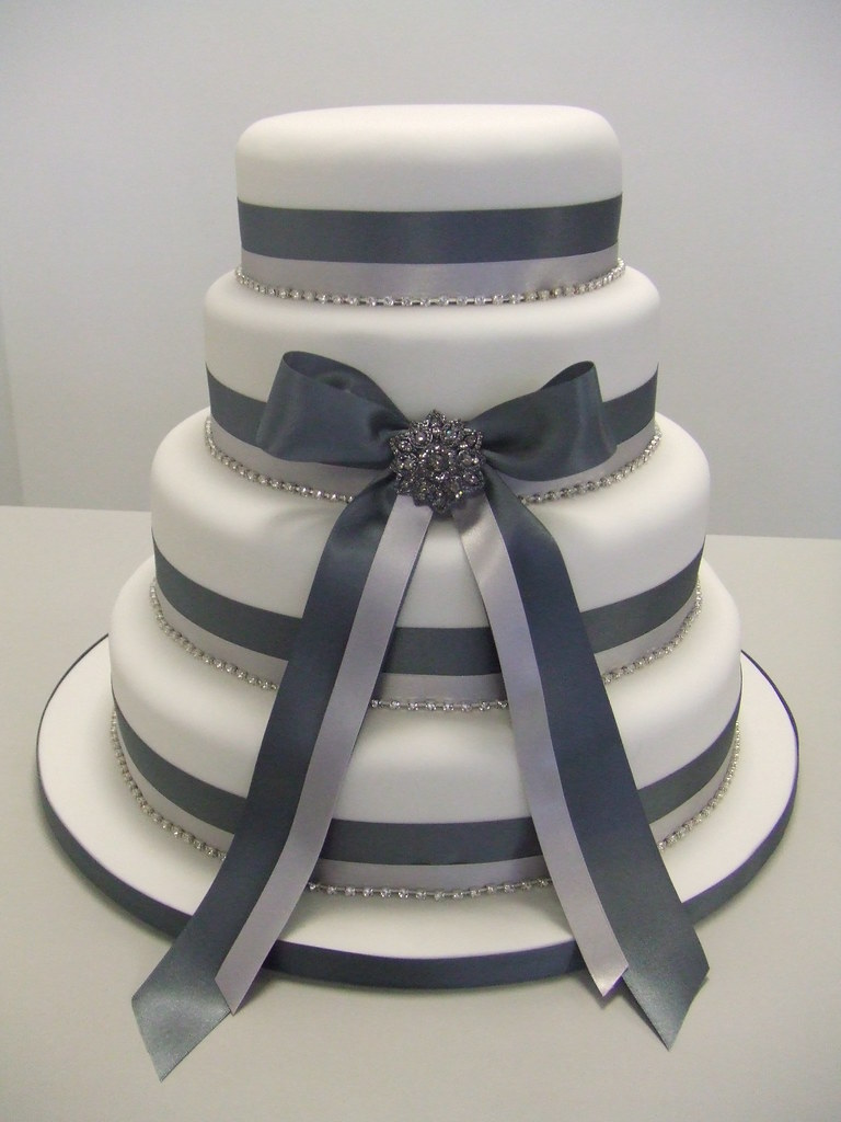 wedding cake silver ribbon wedding cake this wedding cake uses light 24552