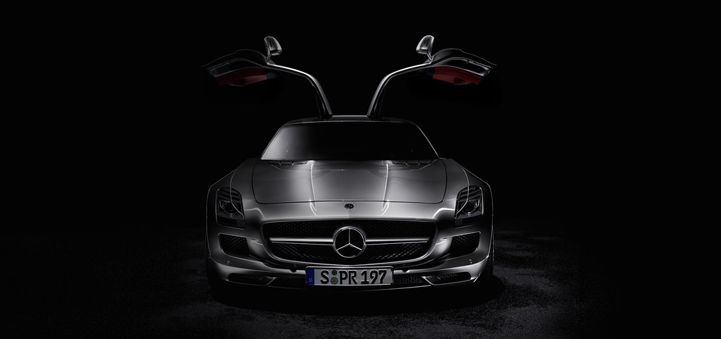 The Mercedes Benz Sls Amg Front View Open Black Backgroun Flickr
