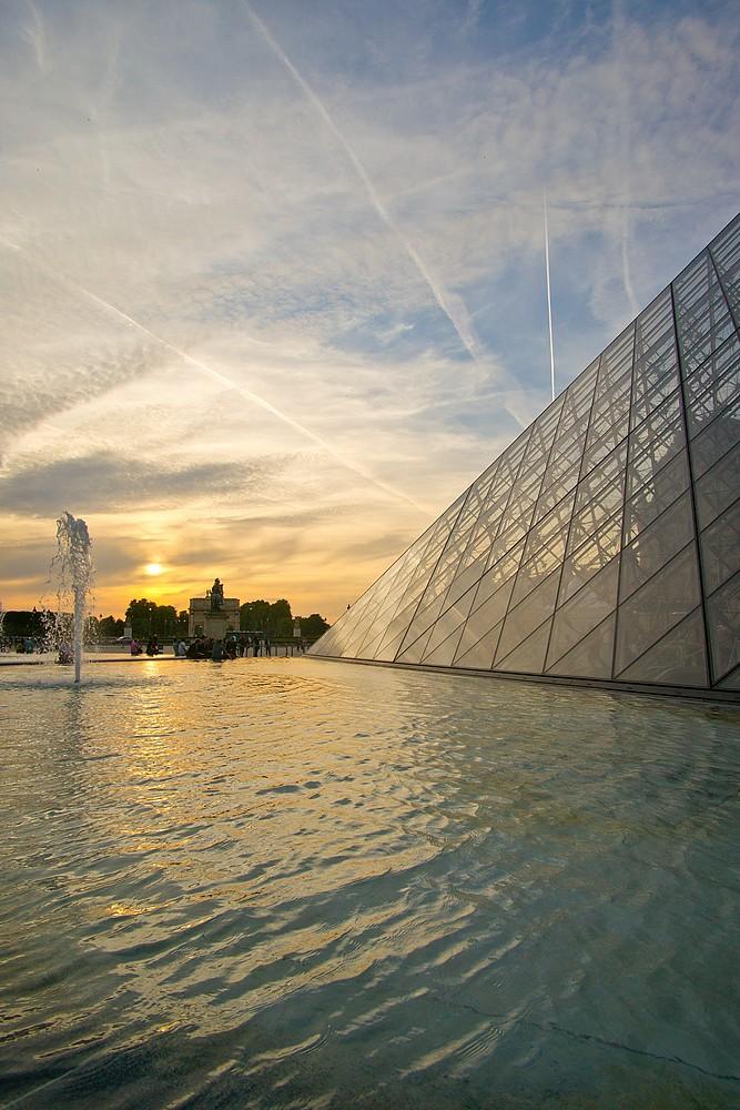 Au louvre un soir pyramide du louvre la l gende des 666 vi flickr - Construction pyramide du louvre ...