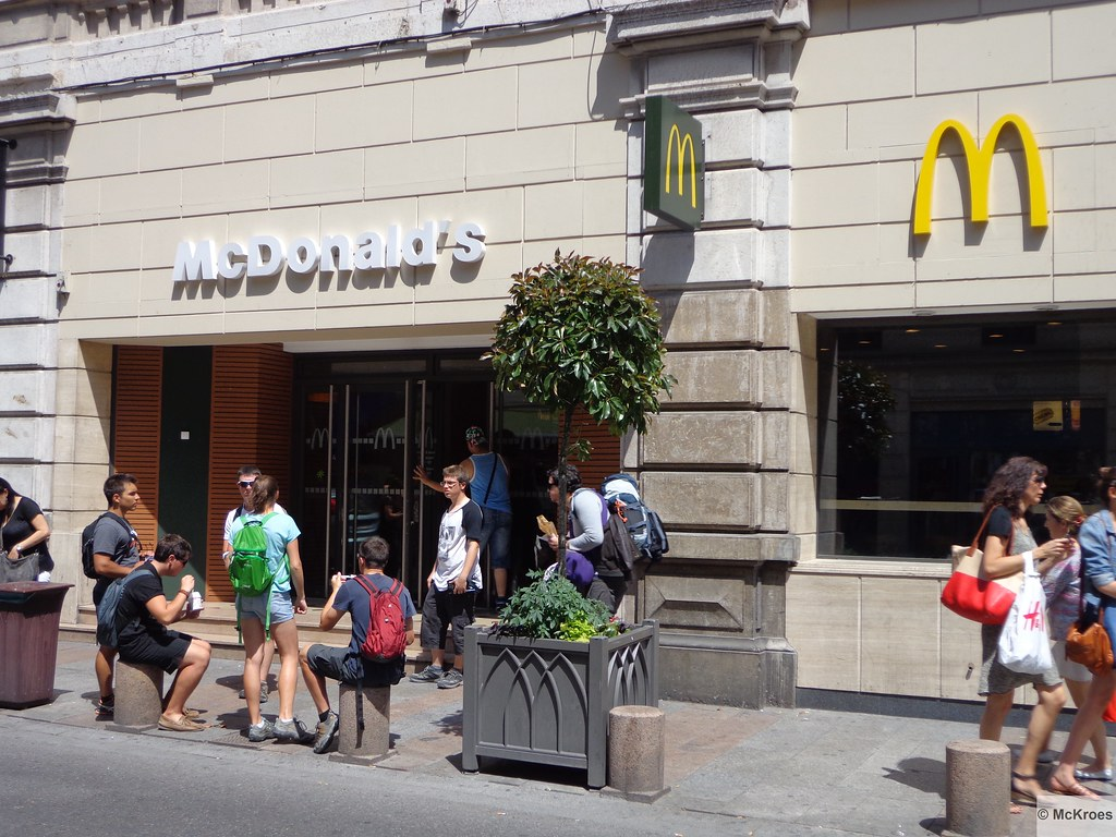 Mcdonald S Avignon 23 Rue De La R 233 Publique France Flickr