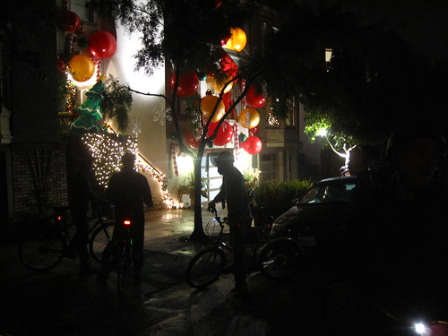 Bikes y lights everywhere. | by meligrosa