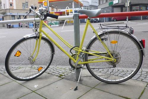 gelbes fahrrad stuttgart west regionalblind flickr. Black Bedroom Furniture Sets. Home Design Ideas