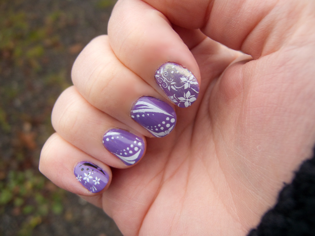 Opi A Grape Fit With White Nail Art I Had To Redo The Pol Flickr