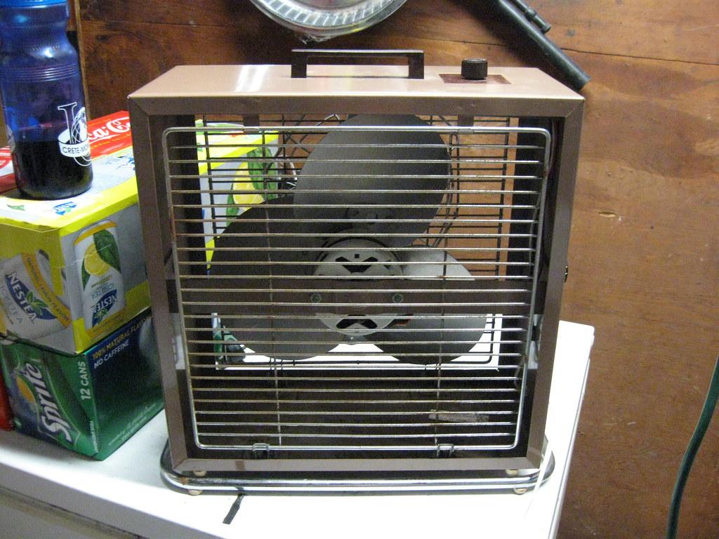 Small Box Fan : Lakewood box fan back a small
