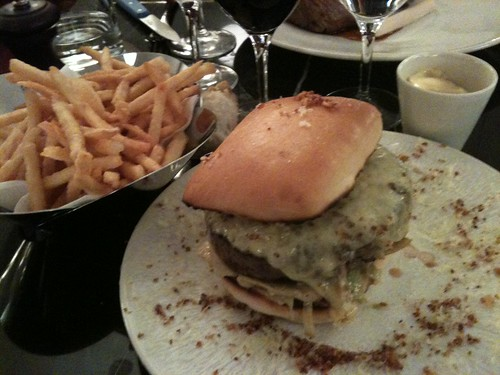 Thoumieux: Cheeseburger + pommes allumettes | by clotilde