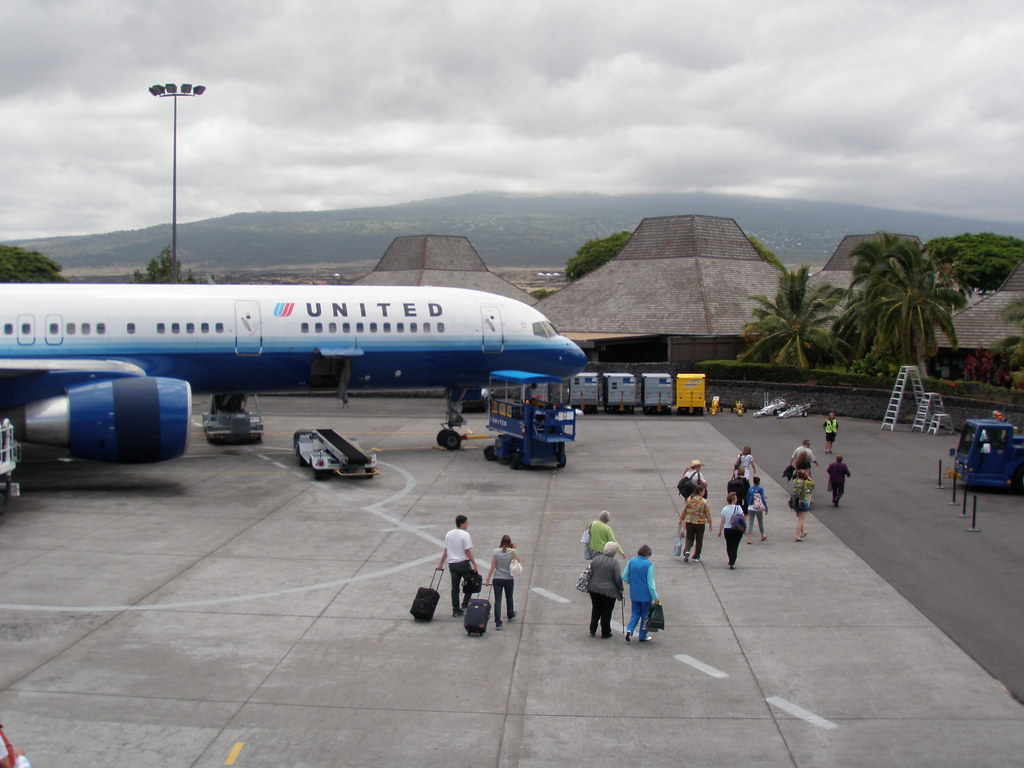 United Jet And Kona Airport The United Jet Dwarfs The