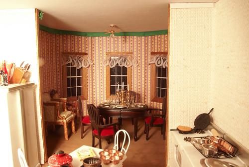 Dining Room Wallpaper Pattern