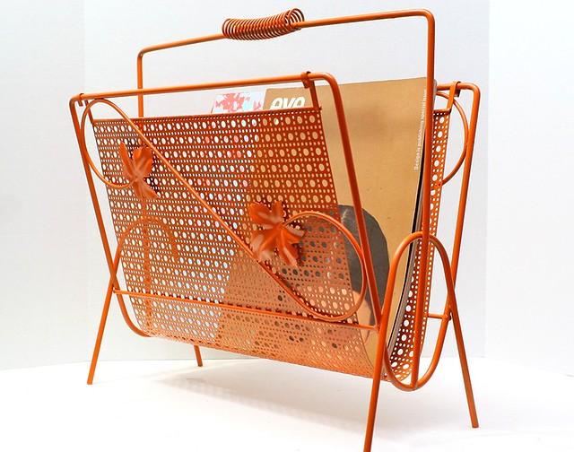vintage metal orange magazine rack this is a retro. Black Bedroom Furniture Sets. Home Design Ideas