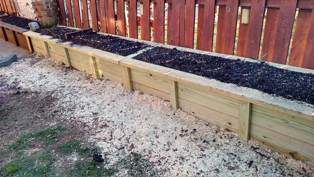 My first Hugelkultur Raised Bed 33032757685_90c94c5cc3_b
