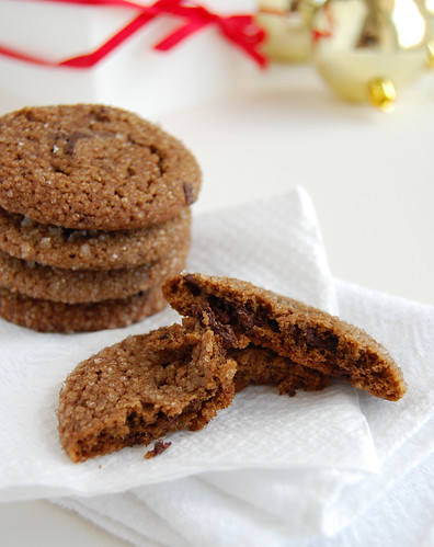 Chewy chocolate gingerbread cookies / Cookies de pão de mel | by Patricia Scarpin