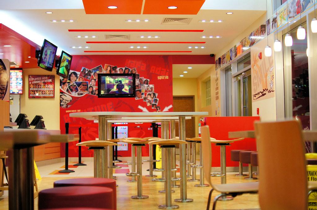 Kfc interior interior of new kfc outlet jun robato for Decoracion pizzeria