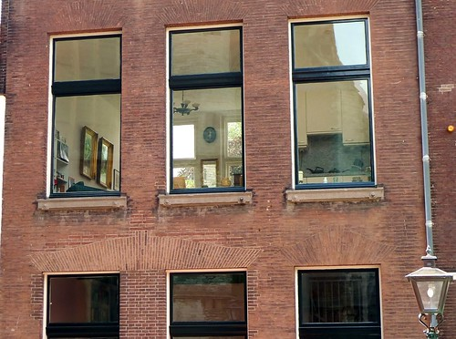 interiour/exteriour - clean windows showing the narrow ...