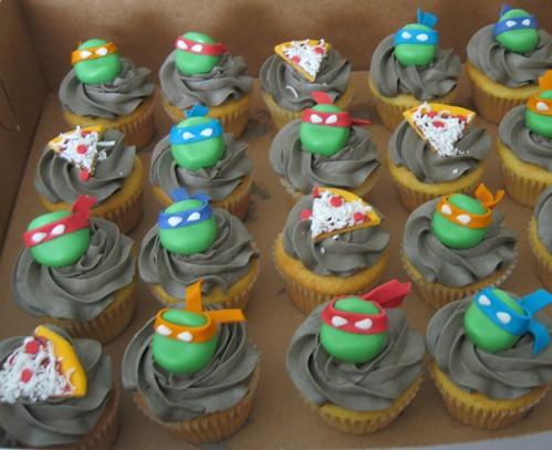 Ninja Turtle Cupcakes   Fondant and gumpaste pizzas and ...