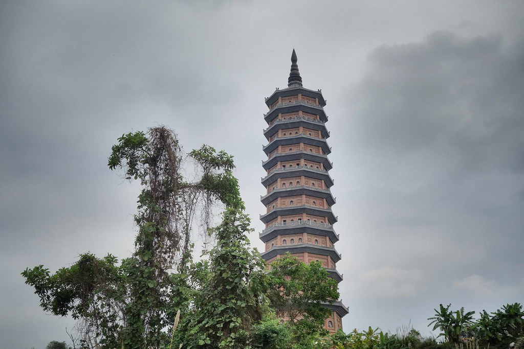 Tam Coc - Bai Dinh Pagoda 1
