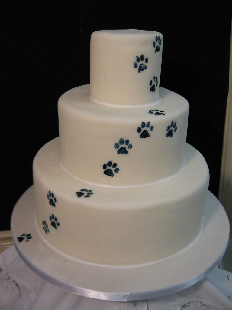 paw prints wedding cake stephaniethebakercom stephanie