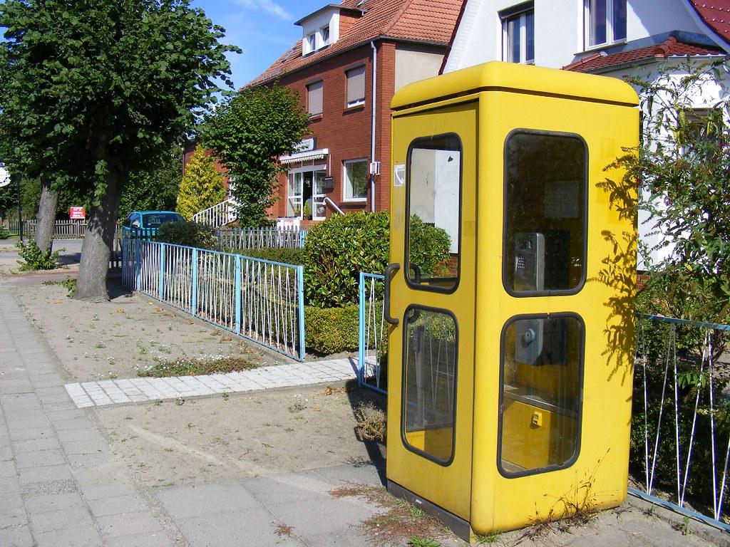 Telefonzelle Mit Ddr Zaun Telephone Kiosk And Ddr Fence Flickr