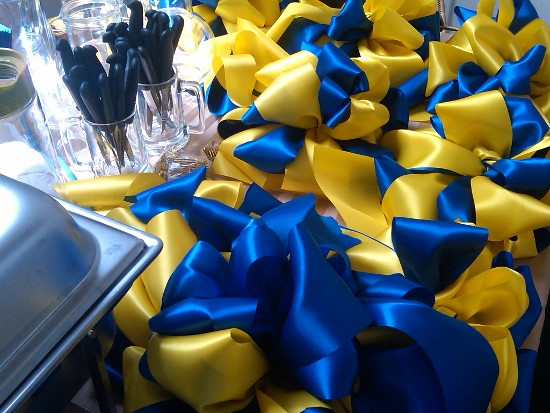 Yellow And Royal Blue Bows Big Bows For A Graduation Party Flickr