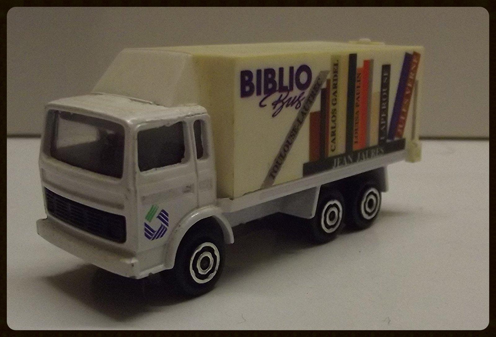 Biblio Bus. 32061602484_18d4e224d4_h