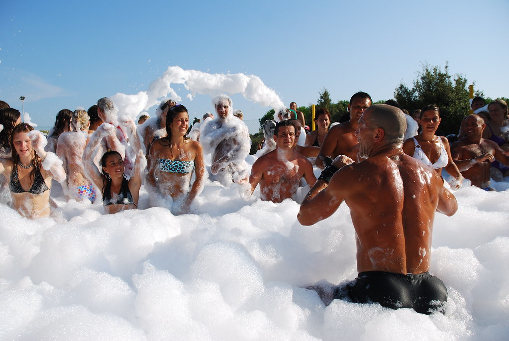 Foam party | Camping Le Capanne - Toscana 2009 | davideoneclick ...: https://www.flickr.com/photos/davideoneclick/3890244554?initial-comments-show=40