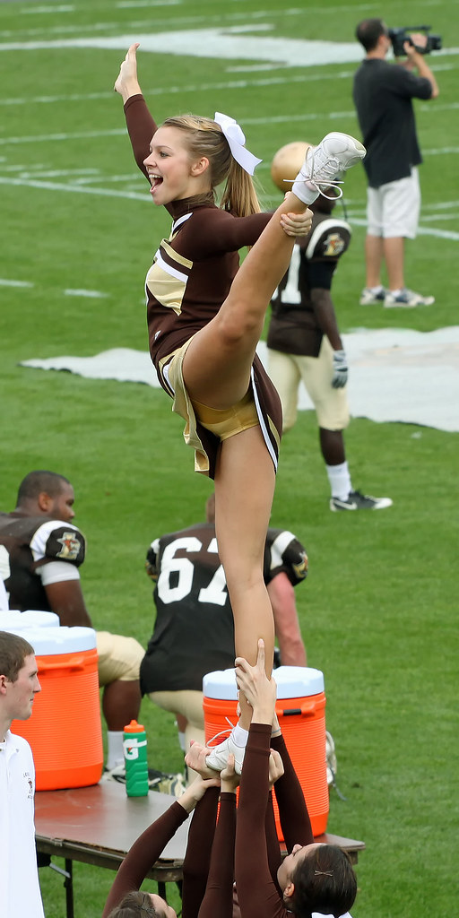 Cheerleader Co-Captain In An Acrobatic Pose  Lehigh -7509