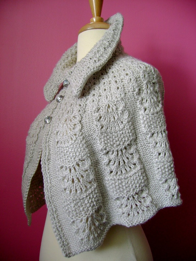 knitted capelet    cape    poncho in a shade of light linen