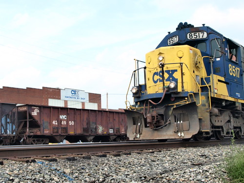 CSX in Huntington | A CSX Transportation train passes the ...