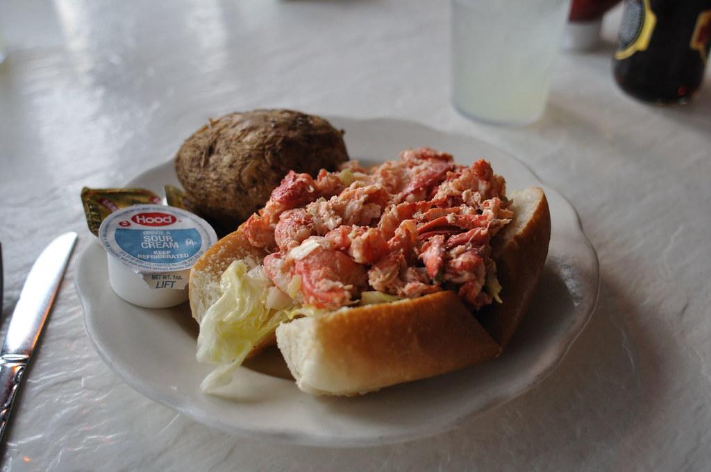 Lobster Roll | Harbor Side Lobstermania; East Greenwich, RI | Scott Rosenthal | Flickr