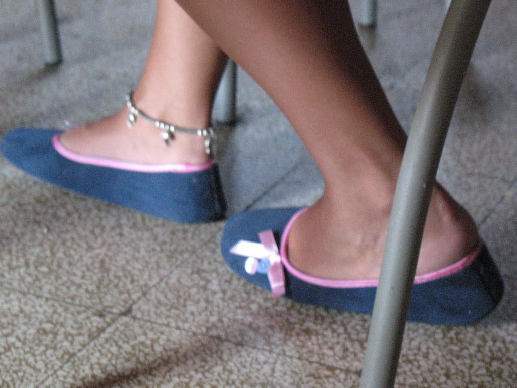 Candid heels shoeplay in nylons au bureau 2 8