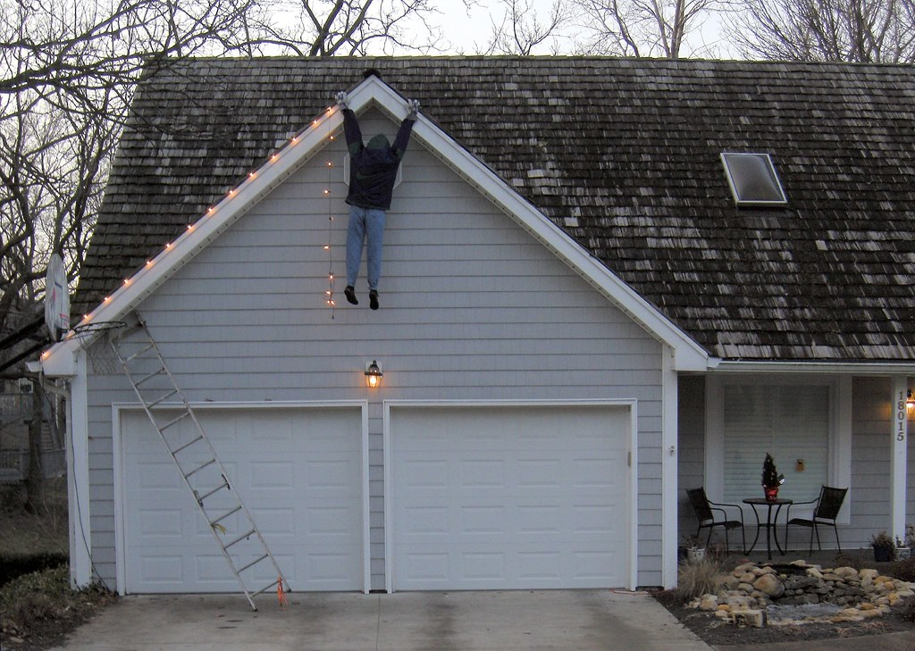 the perils of putting up christmas lights by ricko