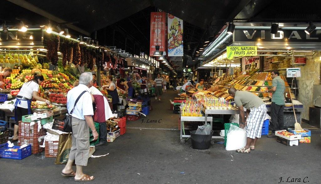 Calle central del mercado de la boqueria barcelona - Calle boqueria barcelona ...