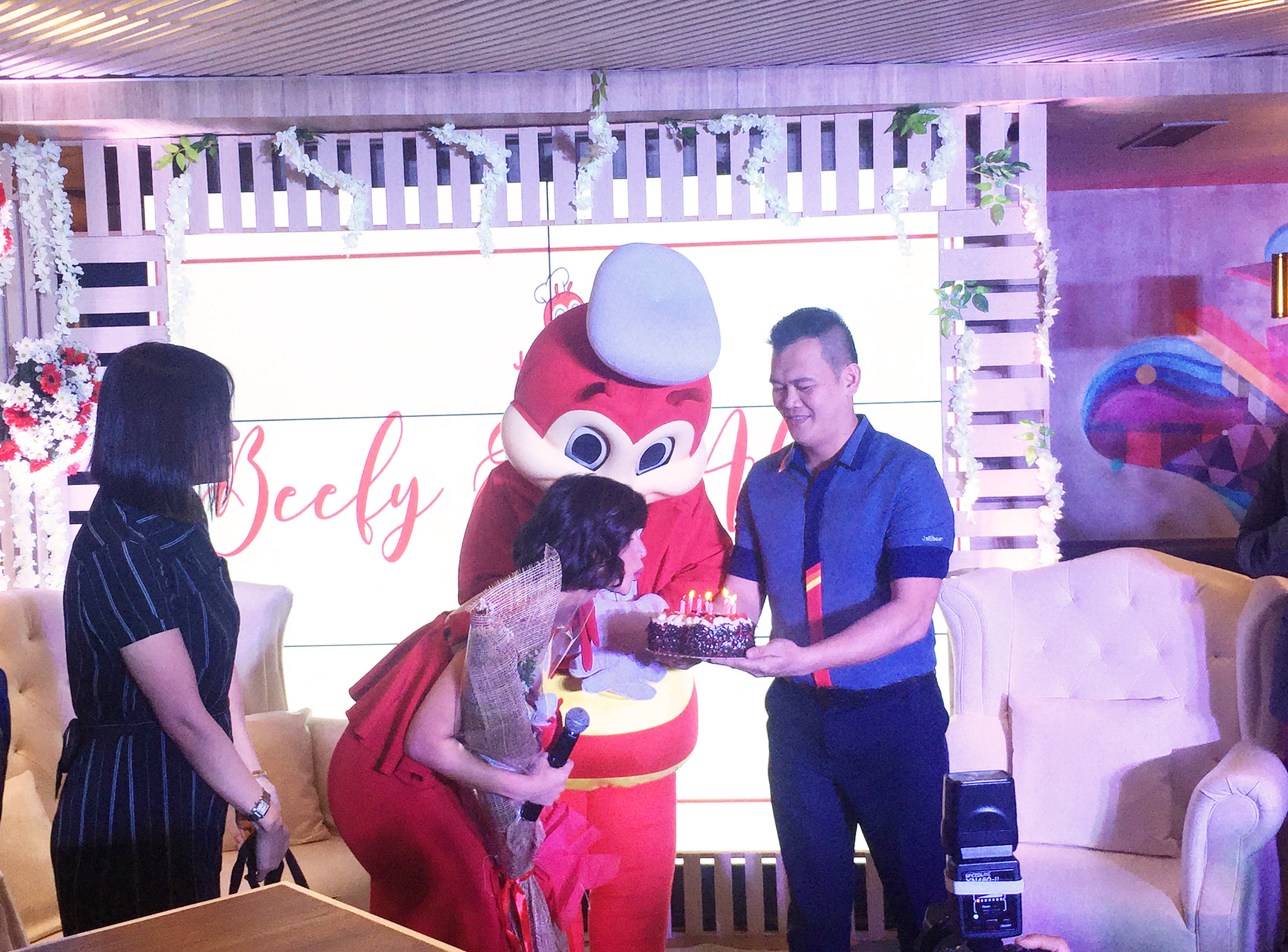 Patty Villegas - The Lifestyle Wanderer  - Anne Curtis - Jollibee - #BeefyEverAfter - Burger Steak -3