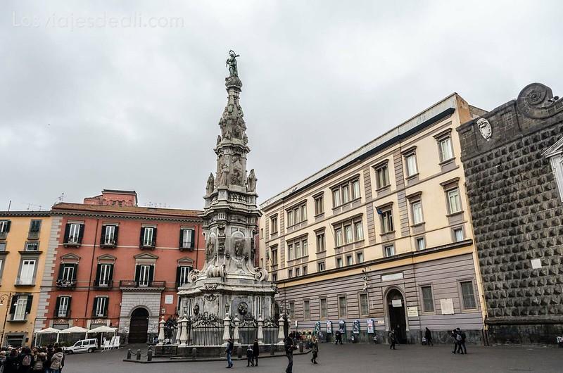 piazza del Gesu paseos por Nápoles