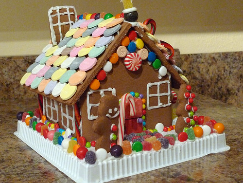 Complete Gingerbread House | This is a Christmas tradition f ...