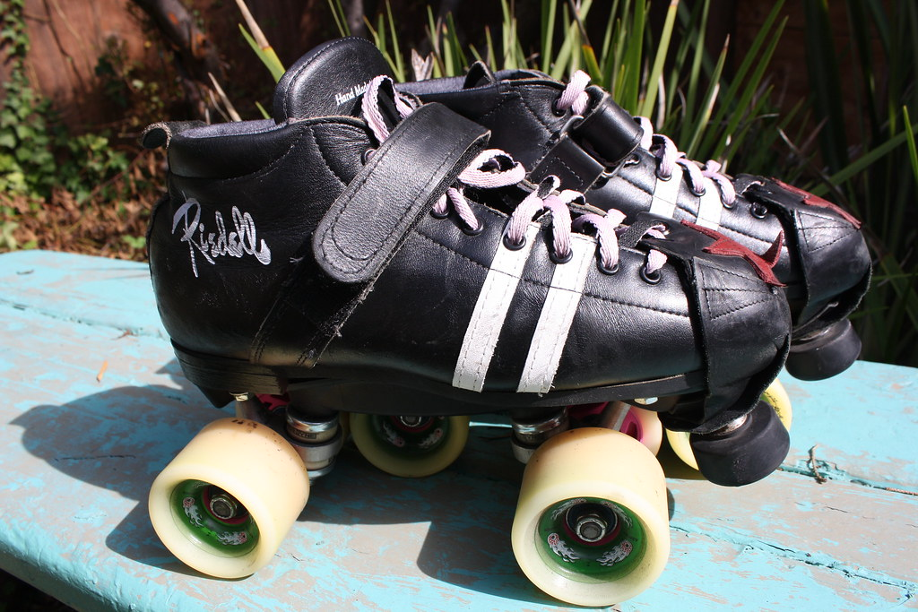 Roller Skate Shoes With Retractable Wheels