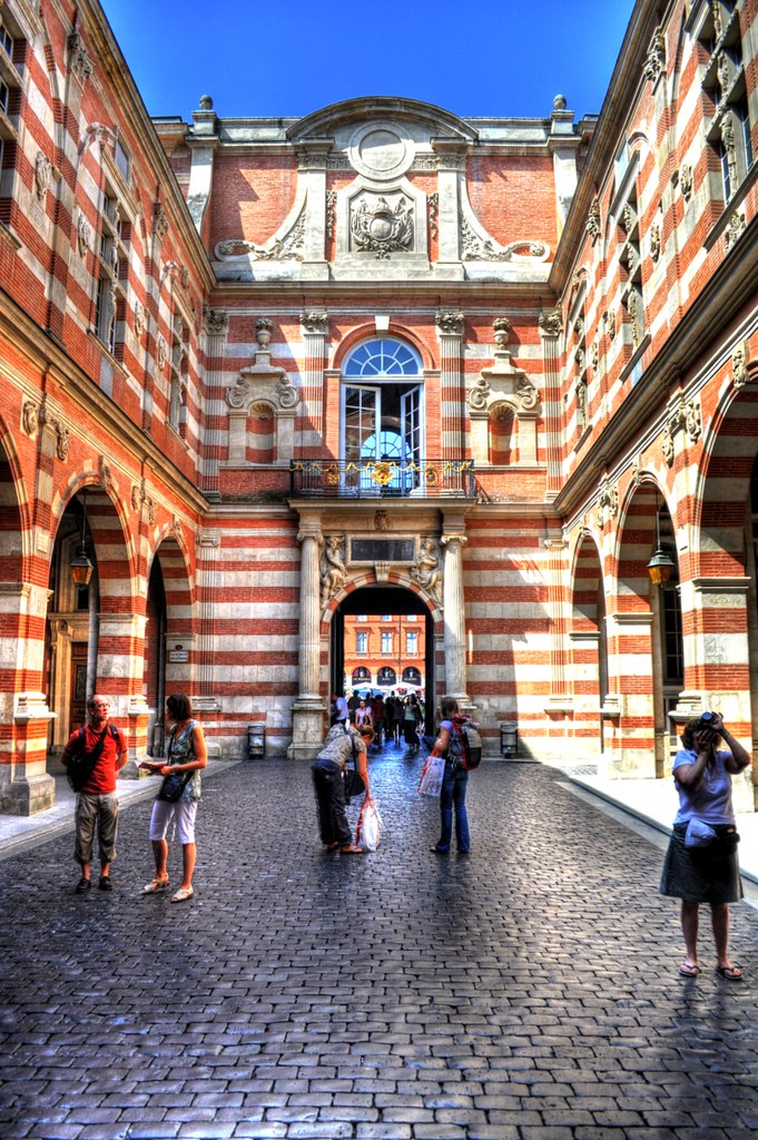 passage du capitole inside the courtyard of toulouse town flickr. Black Bedroom Furniture Sets. Home Design Ideas