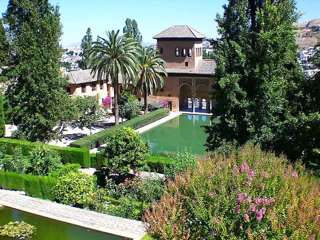 Torre de las damas y jardines alhambra los jardines de for Jardines de gomerez granada