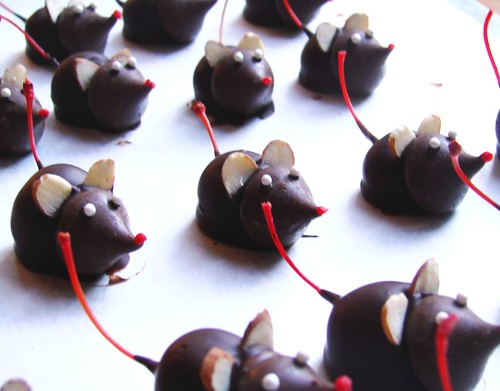 Holiday Chocolate Mice | I made these for a work holiday par ...