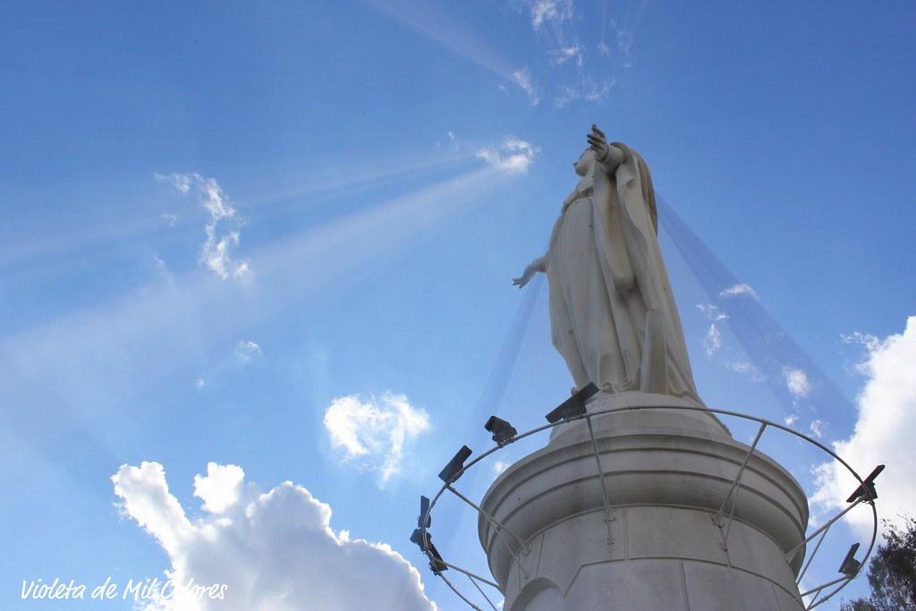 Estatua de la virgen mar a en el cerro san cristobal sant for Marmolerias en santiago de chile
