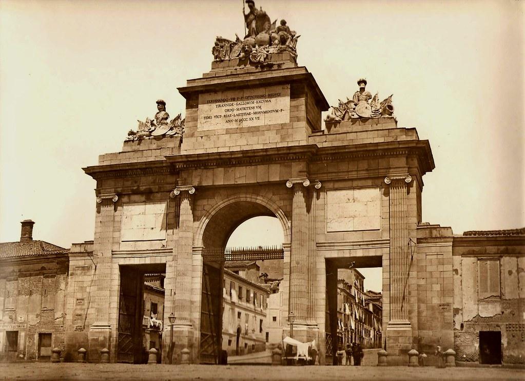 1865 la puerta de toledo unida a la cerca que rodeaba mad for Shoko puerta de toledo