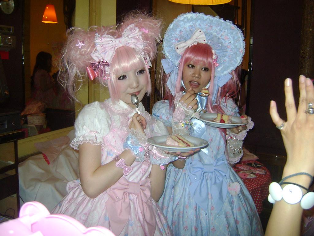 Maki et Asuka à la Tea Party magique Angelic Pretty (Paris ...