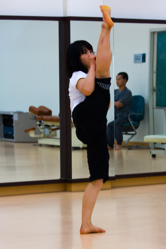 Flexible yoga student facizlized by her guru 10