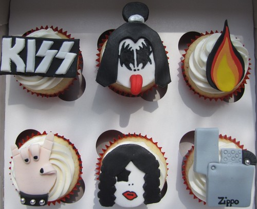 Kiss Themed Cupcakes Vanilla Cupcakes Frosted With
