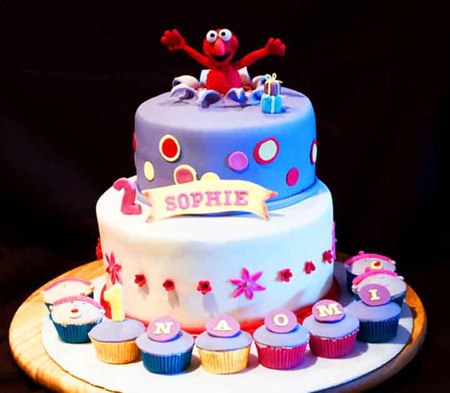 Elmo Cake 2 Tier